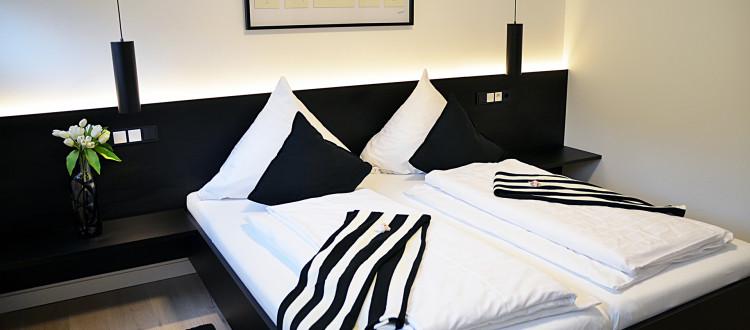 Quartier Schwarz-weiß Bett